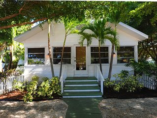 Blissfully Serene Palm Cottage In Town and 2 Blocks from Beach