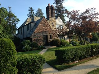 Fabulous English Tudor in New Rochelle, Walk to train to NYC and Amtrak!