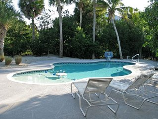 Very Secluded and Private House with Pool, Near Beach.  11 blocks from town.