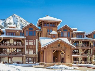 Spacious Luxury  Ski-In/Ski-Out 2 bed/2.5 bath Condo with Great Amenities