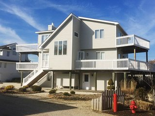 Large Newer4BR Home-between Beach & Bay-BeautifulViews&3King Beds-2nd Fam Room