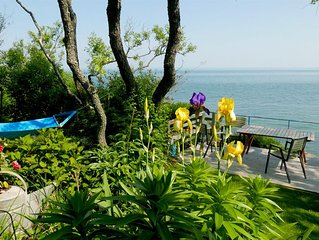 Renovated Waterfront Cottage With Spectacular Views And Private Beach