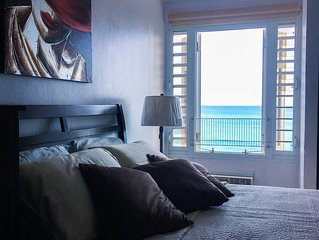 Stunning view! Beachfront apartment in Playa Azul 1 with cable & Wifi