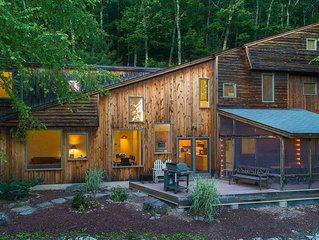 "NEW! Architect-designed luxury ""Tree House"" on ridge w/mtn + reservoir views"