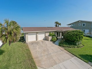 'Beachy Bungalow' is a cozy, casual beach house, just minutes from St Augustine