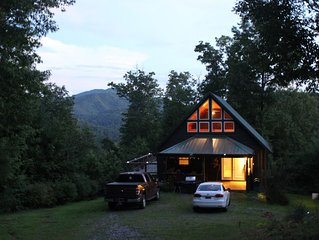 Cabin on Ridge Top, Awesome Views, Hot Tub & Privacy Near Hot Springs