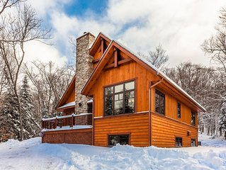 Chalet Le Mont-Blanc near Mont-Tremblant, 12 persons, 5 bedrooms, Spa, BBQ.