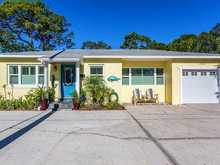 Charming Dunedin Bungalow walking distance to Gulf, Pinellas Trail and Downtown