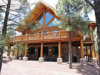 Rustic Log Cabin in the Pines , 4 bed + Loft, 3 Bath,  Next to Forest