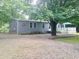 3/10 mile to Beach & Town! Updated House w/quiet, private yard for relaxing!
