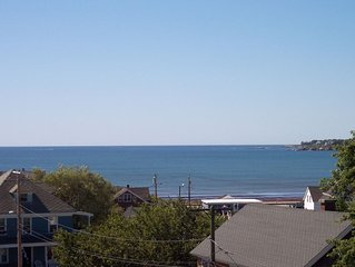 3 Bedroom Amazing Ocean Views , Walk to Beach, Roof Deck, Family Friendly