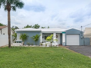 *VOTED BEST VALUE* Luxury Beach Bungalow STEPS from the Ocean & Main Street!