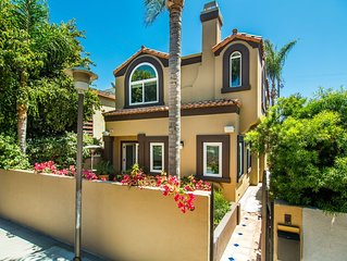Large 3 Bdrm House with Rooftop Deck, Patio Dining + Garage. Steps to beach!