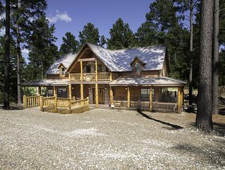 5 STAR Luxury Cabin ALL SPRUCED UP Sleeps 18 with Luxury Amenities!