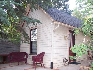 At the Springs Cabin: Walking Location-Charm-Extras Just for You!
