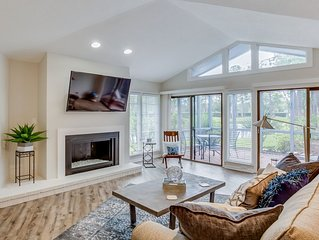 Adorable Sawgrass Country Club condo with lake view