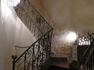 AIX-QUISITE! A/C 18TH C APT W PARKING IN GREAT LOCATION IN HISTORICAL TOWN!!