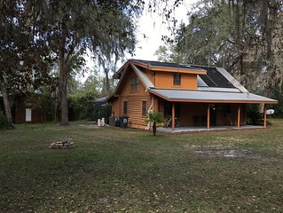 Lakefront Log Home, Screened Solar Water Heated Pool, Hot Tub & Recreation House