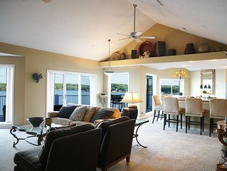 Spacious Luxury Penthouse Condo - Best Views at the Lake - Huge Deck