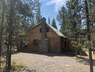 4 bedroom 3 bath, sleeps 10.  Only 29 miles to West Yellowstone
