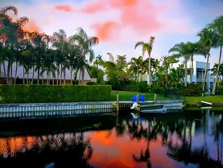 Luxurious Paradise W/ Pool. Wake up while you overlook the beautiful Lake