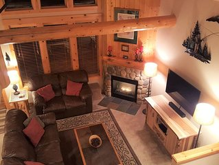 Luxurious 3BR/2BA Eagle Crest Chalet on Golf Course w/ Private Hot Tub & Garage