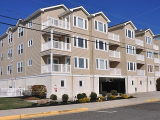 New 3BR,2BA Condo, Heated Pool, Elevator, 1 Block to Beach, Ocean view from deck