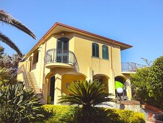Villa Rosanna, indipendente, 200 mq a pochi passi dal mare - 3 km da Marzamemi