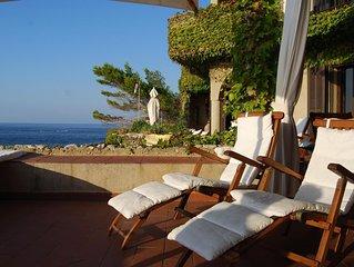 Villa sulla scogliera con accesso privato al mare di Scilla