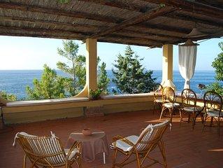 Villa a picco sul mare con accesso privato al mare
