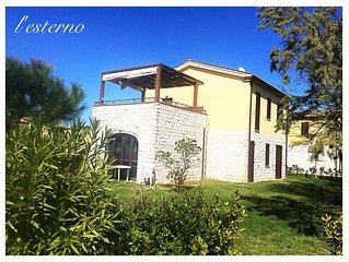 casa con giardino, ampia terrazza e piscina
