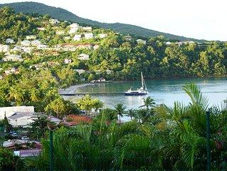 Grand T3 haut de villa très lumineux dominant la baie de l'Anse à l'Ane