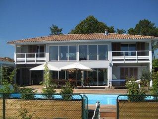 Villa moderne, spacieuse et confortable. Piscine, jacuzzi et tennis prives