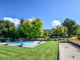 Detached manor with private pool, bikes 7km from Amelia, quiet area.