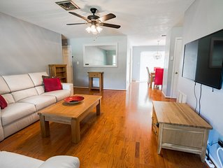 Beautiful 4 Bed 2 Bath House, Close to Downtown & Beaches with Bikes & Kayaks