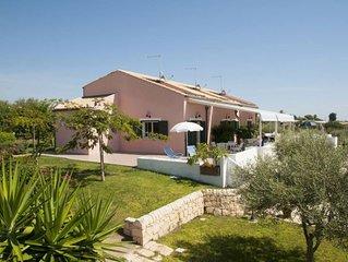 Casa con veranda e giardino nel cuore della Sicilia di Montalbano