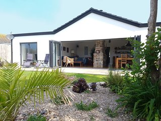 Luxury bungalow, stunning views, only minutes from beautiful Crantock beach