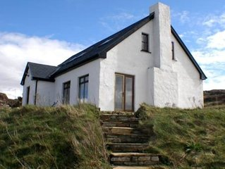Traditional luxury cottage, panoramic sea and mountain views Dunfanaghy