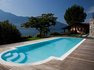 ...Piscina riscaldata  privata, 2500 mq...vista lago mozzafiato