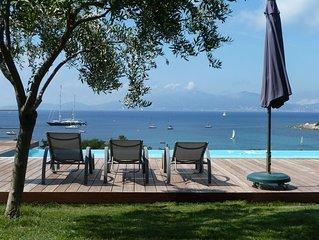 Villa d'exception avec piscine, a 300 m de la plage et vue mer.