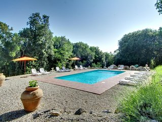 6 bedroom property with private pool, gym, ping pong, 3 bikes 90km northern Rome