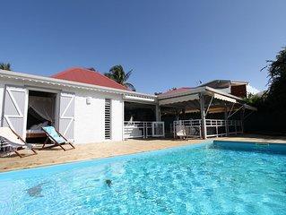 Villa creole entierement renovee, avec piscine au bord de l'eau