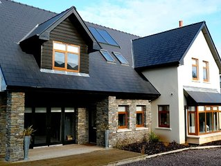 Luxury spacious newly built  house with mountain view close to Bantry town