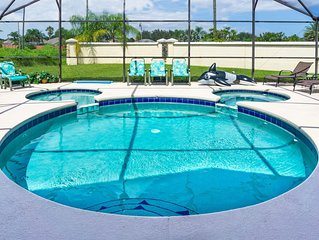 See fireworks from your backyard! 5 BR, 4 BA, Pool w/Jacuzzi, 2.5 M from Disney