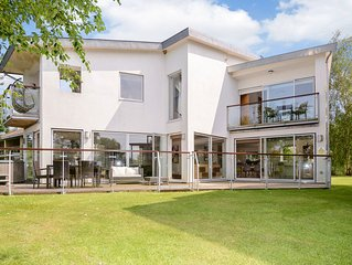 Contemporary Glass Fronted Lakeside Villa, With On-site Luxury Spa & Hot Tub!