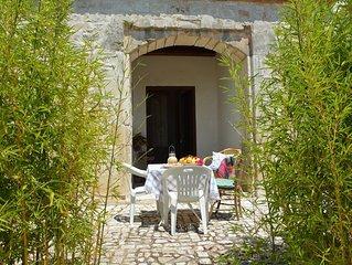 Alloggio in dimora siciliana. giardino, piscina, wi-fi gratuito, orto biologico
