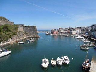 Appartement en centre ville vue imprenable sur le port et la citadelle Vauban