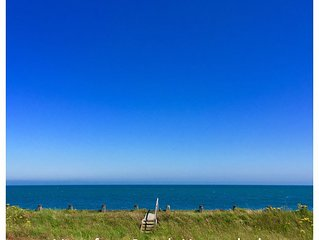 Sea Front Luxury Beach House, Panoramic Views, Direct Beach access, West Sussex