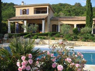 Belle villa avec piscine, jardin et vue en Provence