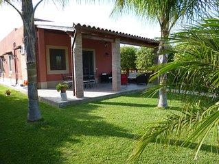Villa indipendente con piscina a due passi dal mare di Avola e lido di Noto.